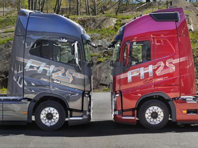 """Die Volvo FH """"25 Year"""" Sonderedition gibt es zur Markteinführung in zwei Lackierungen: dem roten Crimson Pearl und dem dunkleren Mammoth Tree Metallic."""