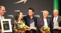 Stephan Müller nimmt den Pforzheimer Wirtschaftspreis entgegen