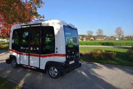 Gutachten zur Zulassung von TÜV SÜD: erster autonom fahrender Personenbus in Deutschland