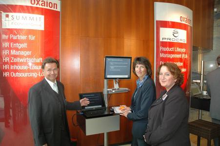 Auch die oxaion-Partner waren auf dem Event vertreten. Im Bild Lothar Steyns, Geschäftsführer der Summit GmbH, oxaion-Partner im Bereich HR, mit Bärbel Tenbrock und Diana Giebels (rechts) von der Firma Taprogge in Wetter.