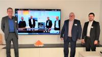 Auf dem Foto (v.l.n.r.) – In Ettlingen: Uwe Jeschke, Joachim Beese, Kai Fischer und in Neustadt a. Rbge. (Screen): Daniel Geisler, Thomas Reimann, Alexander Griwodz, Rene Beele
