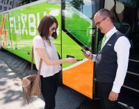Modernes Reisen – Passagierin beim Check-In, Bildquelle: FlixMobility