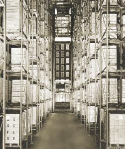 Das erste automatische Regalbediengerät installierte der Dematic-Vorgänger Demag im Bild und Ton Lager bei Bertelsmann in Gütersloh. (Foto: Dematic)