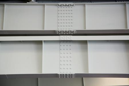 Der Capalac Dickschichtlack schützt die Stahlträger und setzt die Konstruktion in ein freundliches Licht.