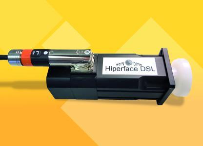 Dank der digitalen Hiperface DSL-Schnittstelle kommen die hochdynamischen Servomotoren SMN von A-Drive ab sofort ohne Geberkabel und Stecker aus
