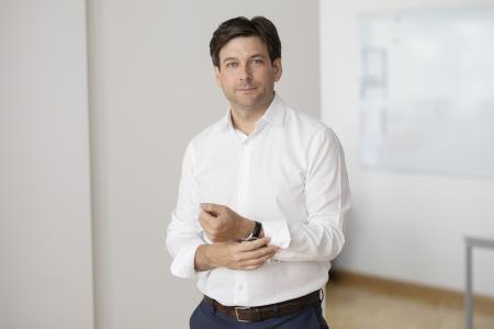 Russel E. Perry, CEO kompany