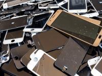 Smartphones mit austauschbarem Akku sollen wieder zur Norm werden