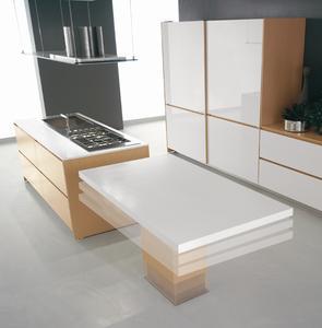 Der Küchenhersteller del Tongo setzt für die Höhenverstellung des Tisches auf LINAK-Systeme