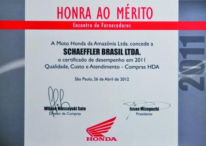 """The """"Moto Honda Certificate of Merit"""", with which Schaeffler Brasil was awarded as outstanding supplier on April 26, 2012, for the fourth year in a row"""