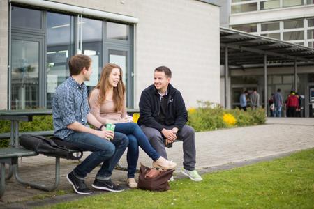Studierende an der Hochschule Ludwigshafen am Rhein / Foto: HS Ludwigshafen