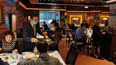 Gut besucht: Die Stammgäste kommen nach dem Lockdown gerne wieder zum Abendessen ins St. Louis