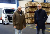 Mit der Übernahme der insolventen Diedrich Meyer Spedition erweitern Ingo Schreiber (l.), Geschäftsführer der L.I.T. Cargo GmbH und Vorstand der L.I.T. AG, und Matthias Seidel, Geschäftsführer der B-LOG Bulk Logistik GmbH, das Leistungsspektrum der B-LOG im Bereich der Kaffeelogistik. (Foto: L.I.T.)