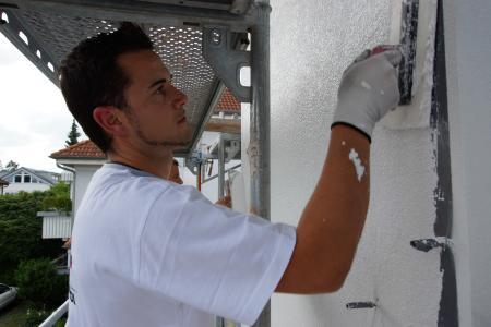 Leichter, schneller, ergiebiger: 1 sattes Kilogramm Putzmasse sparen Verarbeiter pro Quadratmeter Fassadenfläche, wenn Sie einen organisch rezeptierten Capatect Leichtputz verwenden / Foto: Caparol Farben Lacke Bautenschutz