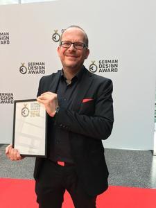 Markus Winkler, der Leiter Entwicklung und Innovation bei vosla, bei der Gala anlässlich der Preisverleihung (Bildnachweis: German Design Award)