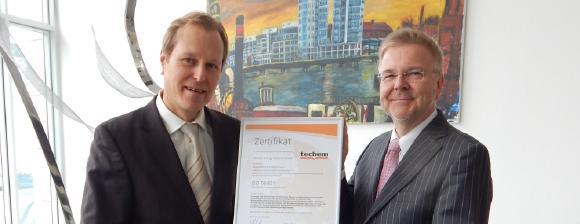 ISO 50001-Zertifikatsübergabe an Techem durch GUTcert Geschäftsführer J. Lieback