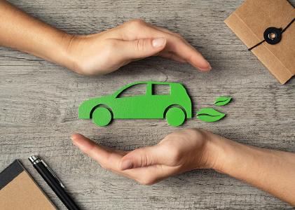 Prüfen von Elektromobilität – Bild: Rido|Shutterstock.com