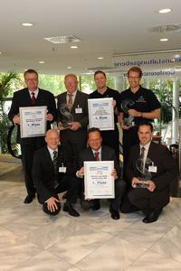 """Die Sieger des """"kfz-betrieb""""-Service-Awards in den Kategorien """"PKW"""" (Daimler Niederlassung Aachen), """"Nutzfahrzeuge"""" (Schade & Sohn GmbH & Co. KG, Bad Hersfeld) und """"Freie Betriebe"""" (Autohaus Südholt & Hülsdünker GmbH, Heiden)"""