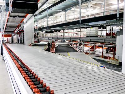 Der HC Sorter von VanRiet eignet sich für den Einsatz in der E-Commerce- und KEP-Branche, die der Hersteller für automatisierte Förder- und Sortierlösungen als Wachstumstreiber erkannt hat. (Foto: VanRiet)