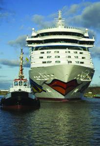 Das brandneue Clubschiff AIDAluna, ausgestattet mit GEZE Tür- und Glassystemen bei der Überführung über die Emspassage in die Nordsee