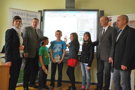 Grundschule Loburg gewinnt interaktives SMART Board