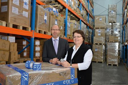 CTX-Geschäftsführer Wilfried Schmitz und Verkaufsleiterin Christa Terporten freuen sich über die neuen Logistikkapazitäten