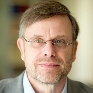 """Keynote-Speaker Prof. Dr. Gunter Dueck spricht über das Thema """"Am Anfang war die Cloud"""""""