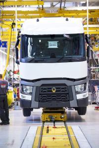 Renault Trucks plant für das Jahr 2017 die Einstellung von 273 neuen Mitarbeitern an den Produktionsstandorten in Lyon, Bourg-en-Bresse, Limoges und Blainville-sur-Orne