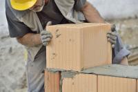 Gut ausgelastet: Die Auftragsreichweite ist in den Bauhaupt- und Ausbauhandwerken am höchsten, Bildquelle: www.amh-online.de
