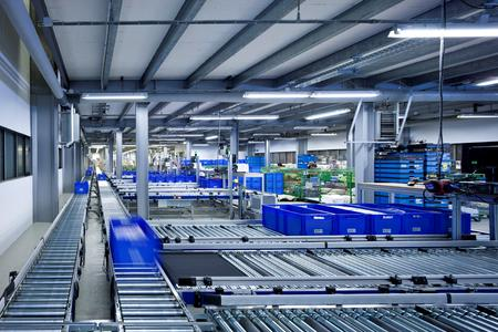 An extensive conveyor system connects Möve-Frottana's new warehouse to the picking stations. (Source: TGW Logistics Group GmbH)