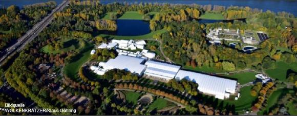 Ca. 20.000 m² Zeltfläche mit 43 Zelteinheiten wurden in der  Rheinaue auf der großen Blumenwiese gebaut