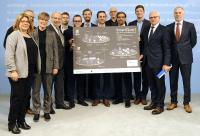 Übergabe des Förderbescheids für das erste Reallabor der Energiewende im Berliner Wirtschaftsministerium. Mit dabei: Jan Heiner, Projektleiter bei Viessmann.