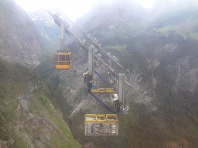 The management of the construction sites from the Tierfehd valley station is only possible via cable cars