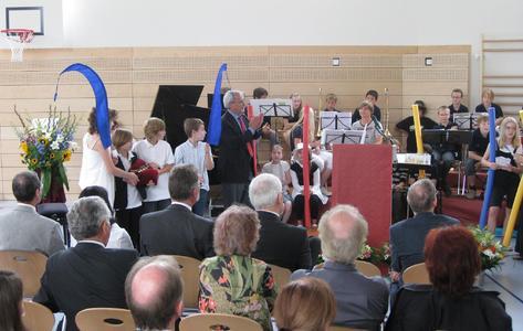 Feierliche Einweihung des neuen Schulgebäudetrakts des Obermenzinger Gymnasiums in der Freseniusstraße.