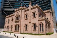 Eine historische Villa wurde angehoben und in die Hochhausstruktur integriert