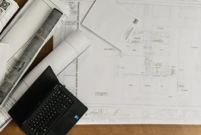 Fabrikplanung: Sowohl das Layout als auch der Umzug sollten gut durchdacht sein. (Bild: Malachi Witt auf Pixabay)