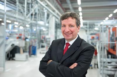Weidmüller Vorstandssprecher Dr. Peter Köhler freut sich über den Erfolg, den er jedem Mitarbeiter des Unternehmens zuschreibt