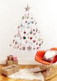Mit den Befestigungslösungen der Marke Command können Sie sich dieses Jahr ganz stressfrei einen nadelfreien Weihnachtsbaum an die Wand zaubern / Foto: 3M