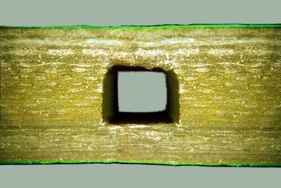 Mit seinen pneumatronischen Leiterplatten ist ANDUS die Synthese aus Elektronik und Pneumatik gelungen. Im Bild ein Luftkanal in einer Leiterplatte.