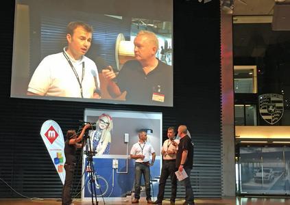 Arthur Graevendiek von Tele Südost Netze erklärte live per Videoübertragung die Feinheiten der Spleißtechnik