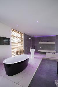 bathroom of Natelberg (electrical engineer) in Rhauderfehn (Germany) with vitaLED® by BRUMBERG