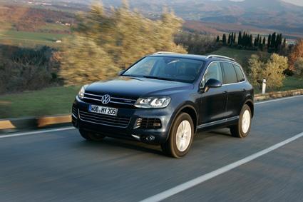 Der neue VW Touareg rollt ab Werk auf dem Eagle F1 Asymmetric SUV von Goodyear (Foto: Volkswagen)