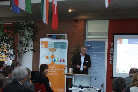 Geschäftsführer der ISA, Marcus Wagner, begrüßt die Teilnehmer