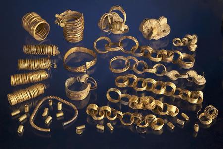 Die 117 Einzelstücke des Fundes (Foto: V. Minkus, NLD)