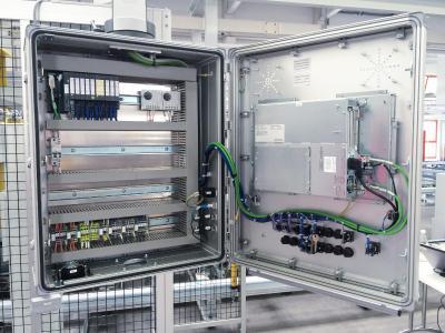 ROSE Systemtechnik passt die Gehäuse der Commander SL3000-Serie exakt an die spezifischen Anforderungen von Industrie-PCs an