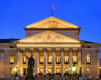 National Theater in Munich takes on a new glow
