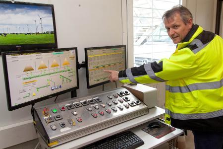 Mit dem neuen System ist auch Betriebselektriker Guido Behrens, welcher an der Waage arbeitet, sehr zufrieden.