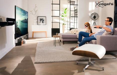 Vogel's NEXT7355 - Elektrische TV Wandhalterung, schwenkbar für Homekino