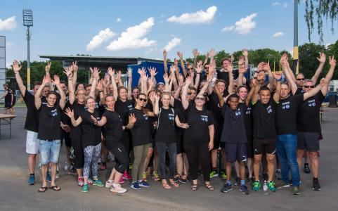 """Unter dem Motto """" No Need for Speed"""" veranstaltete die DATRON AG und der SV Darmstadt 98 am 02. Juni 2017 gemeinsam, im Rahmen der Sozialkampagne """"Im Zeichen der Lilie"""", einen Spendenlauf zu Gunsten der Bärenstark Intensivpflege."""