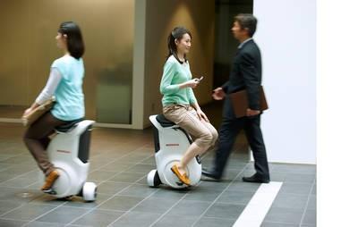 Intuitive Steuerung durch Verlagerung des Körpergewichts: das Honda UNI-CUB