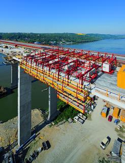 Parapet construction of 130 m per week across the Danube
